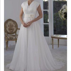 Dresses & Skirts - Lovely Modest Wedding Dress with flower appliqué